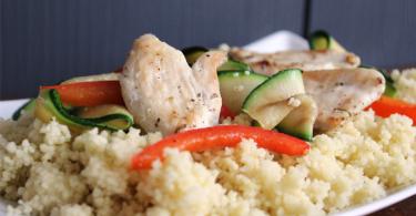 Couscous met gegrilde kip, courgette en paprika