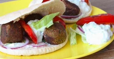 Falafel met gegrilde paprika en tzatziki