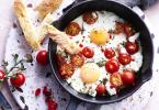 Eieren met geitenkaas uit de oven