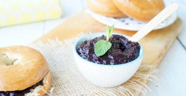 Fruitspread van blauwe bessen en bramen