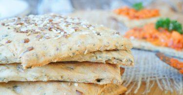 Zelfgemaakte crackers met zaden en pitten