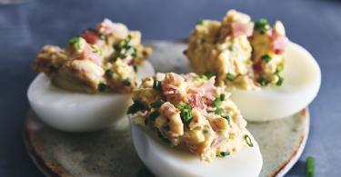 Gevulde eitjes met rauwe ham