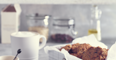Appel-kaneel ontbijtbroodjes