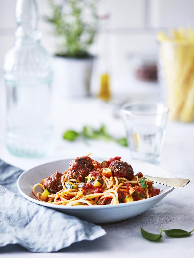Spaghetti met tomatensaus en gehaktballetjes