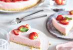 Frisse aardbeien kwarktaart
