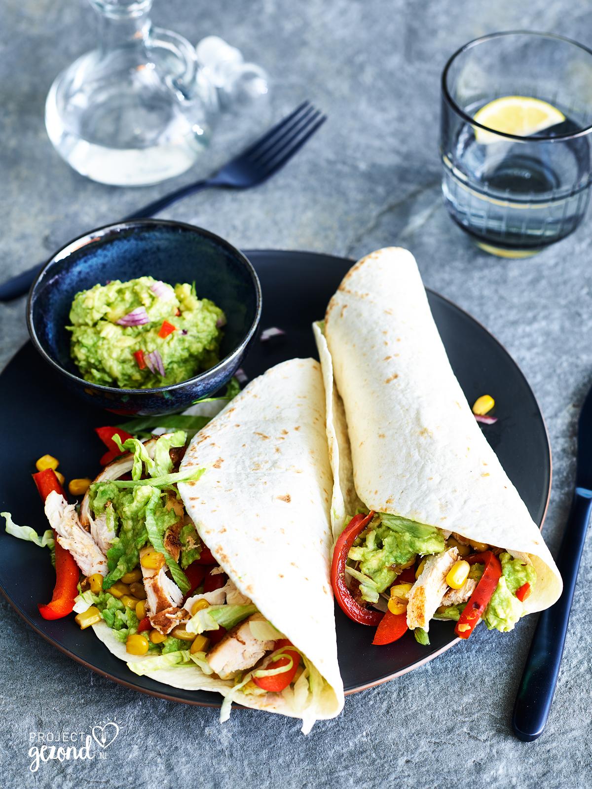 Burritos met gegrilde kip en guacamole