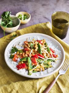 Gele curry met sugarsnaps en kikkererwten