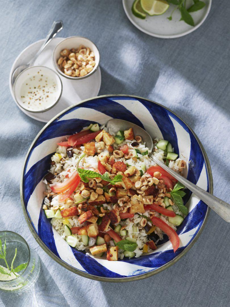 Frisse rijstsalade met halloumi en limoendressing